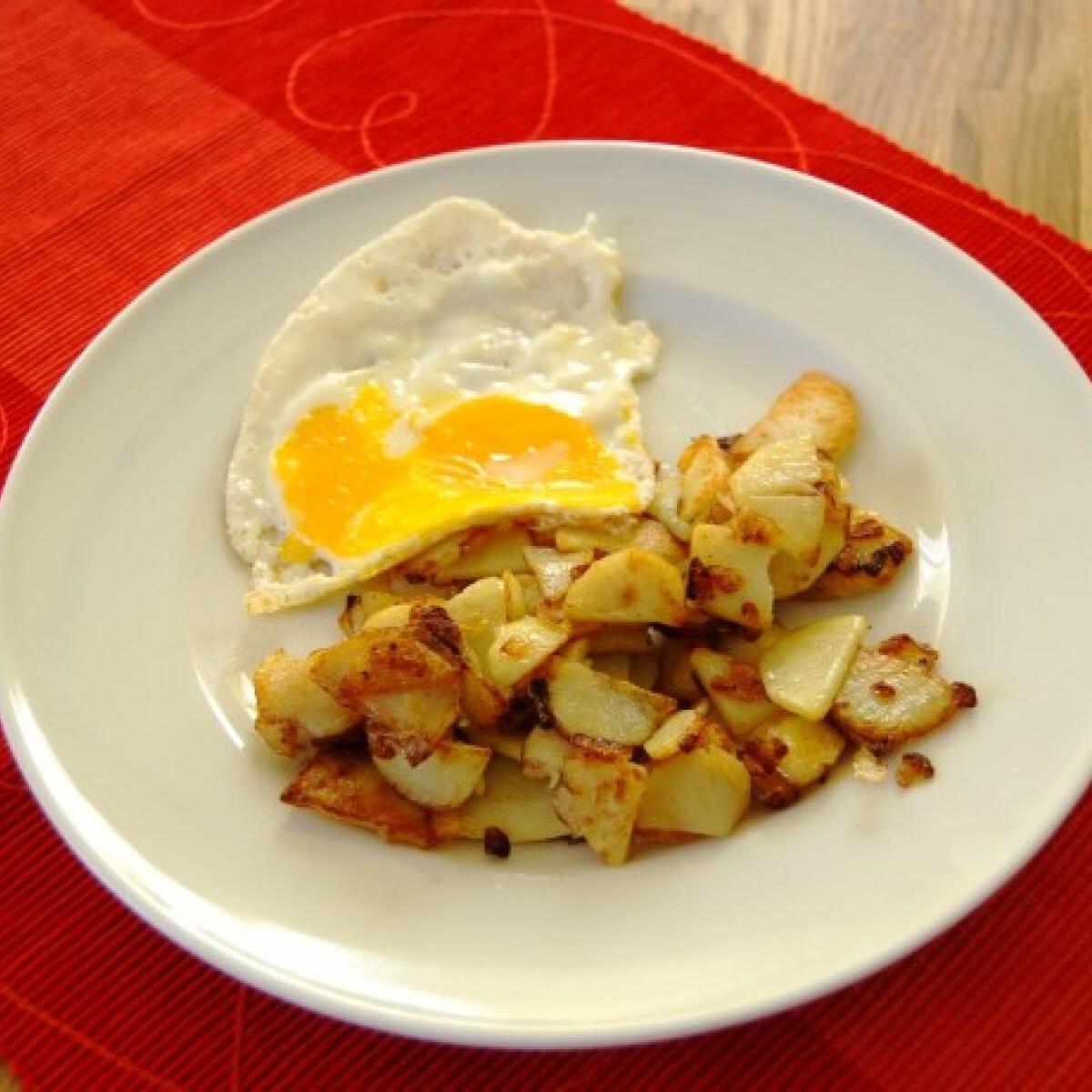 Ezen a képen: Serpenyős hagymás krumpli