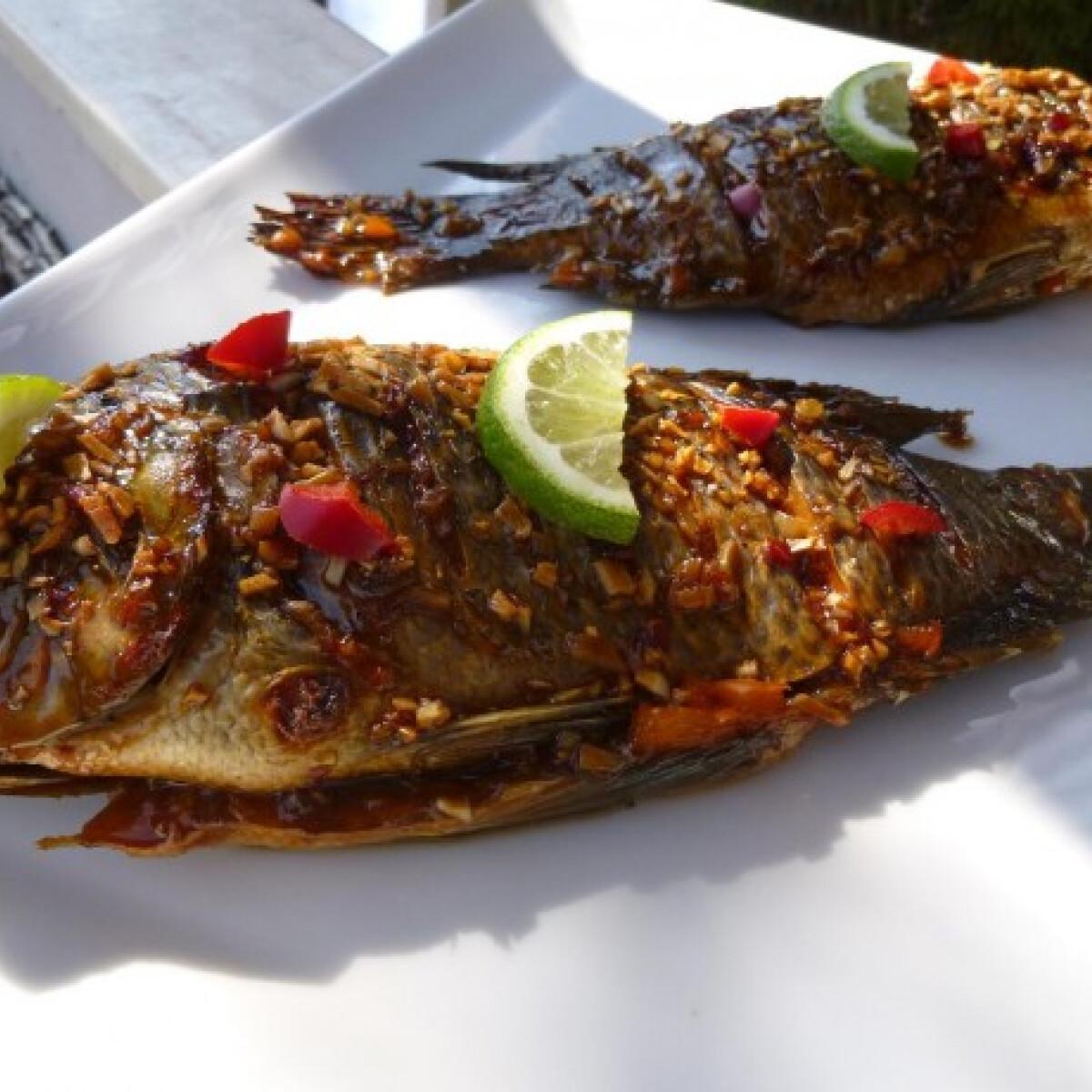 Ezen a képen: Fóliában sült hal