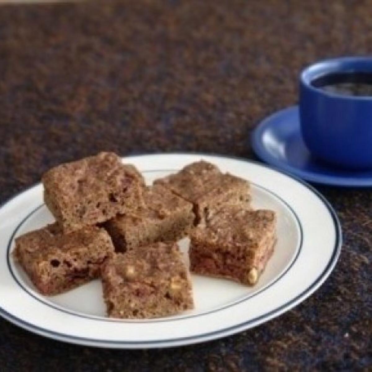 Ezen a képen: Csokis süti mogyoróval, rumos meggyel