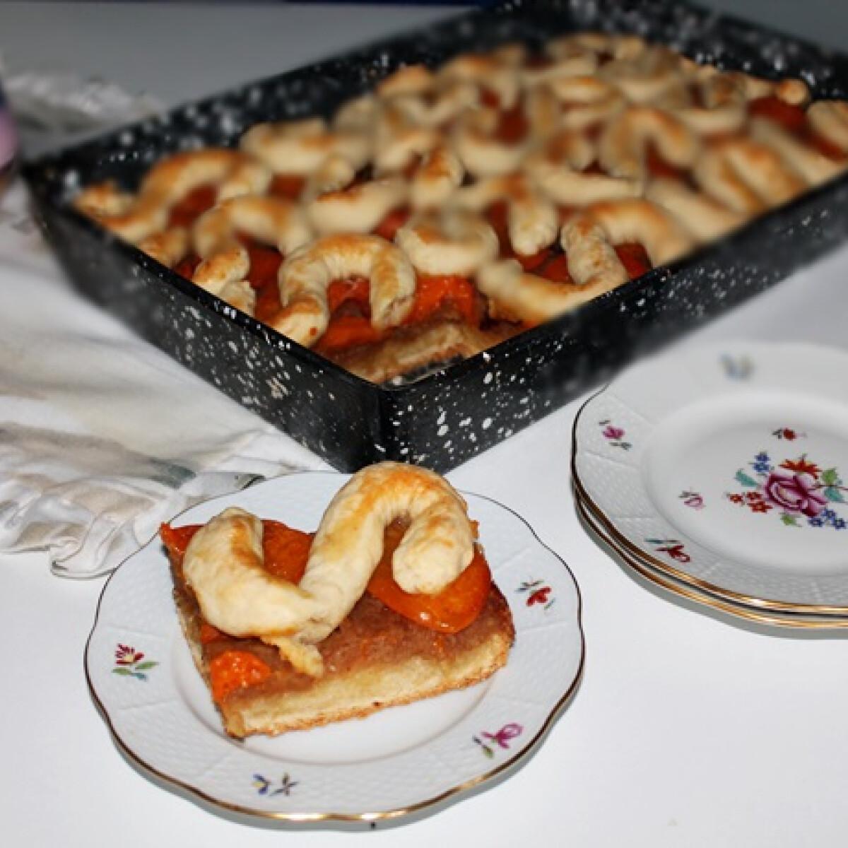 Ezen a képen: Barackos-almás pite Iluskától