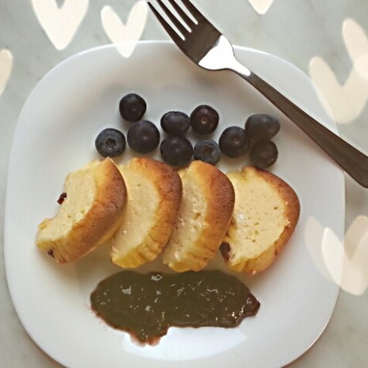 Ezen a képen: Diétás túrós áfonyával