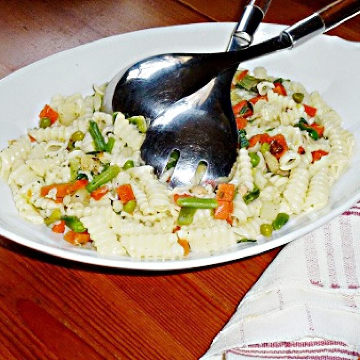 Ezen a képen: Zöldséges tésztaköret