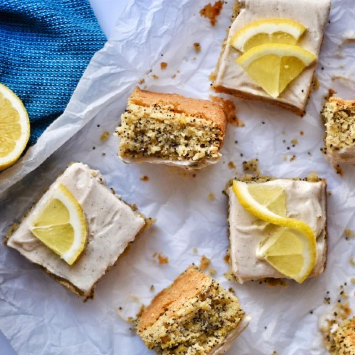 Ezen a képen: Lisztmentes citromos-mákos süti