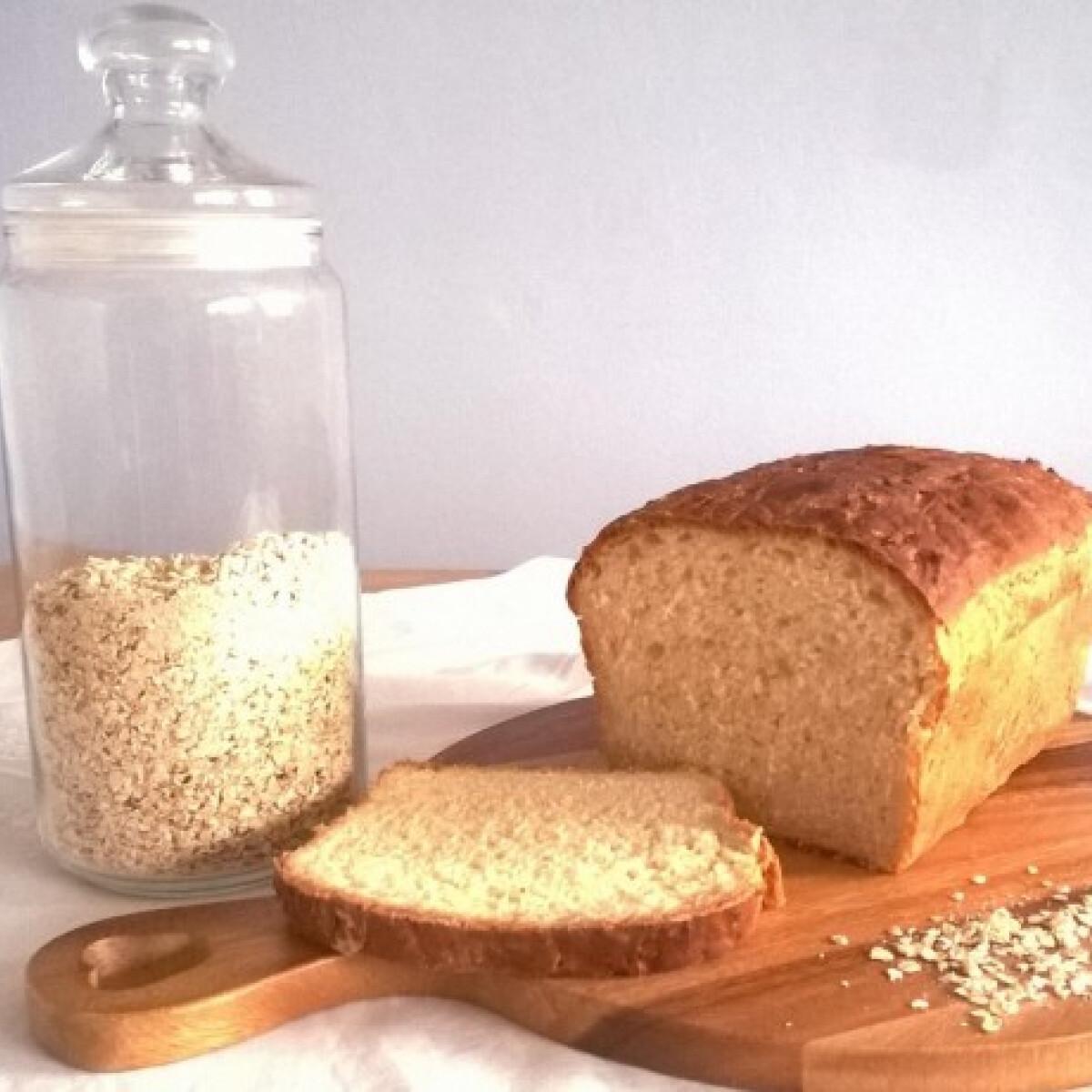Ezen a képen: Fehér kenyér zabliszttel