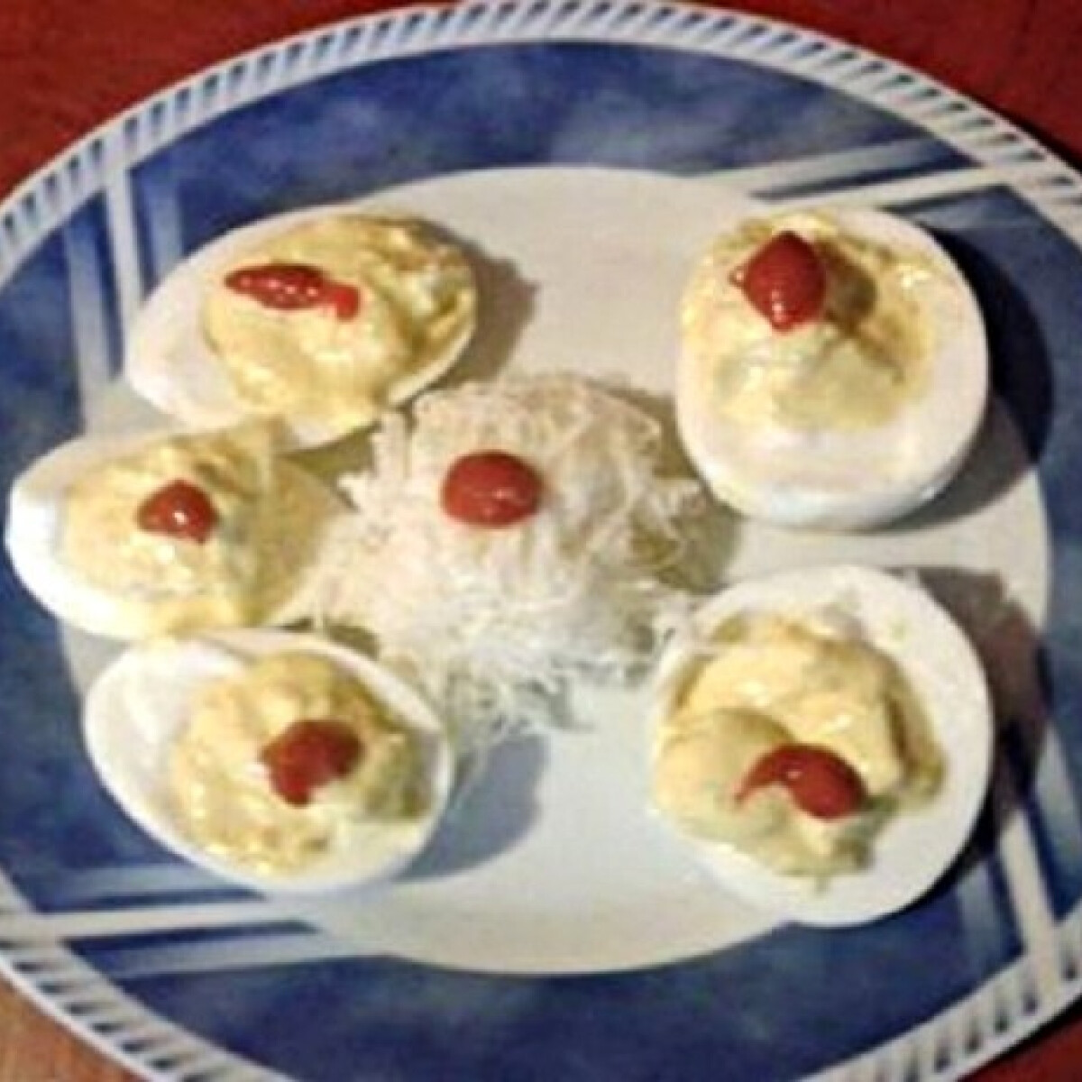Ezen a képen: Töltött tojás Gaby konyhájából