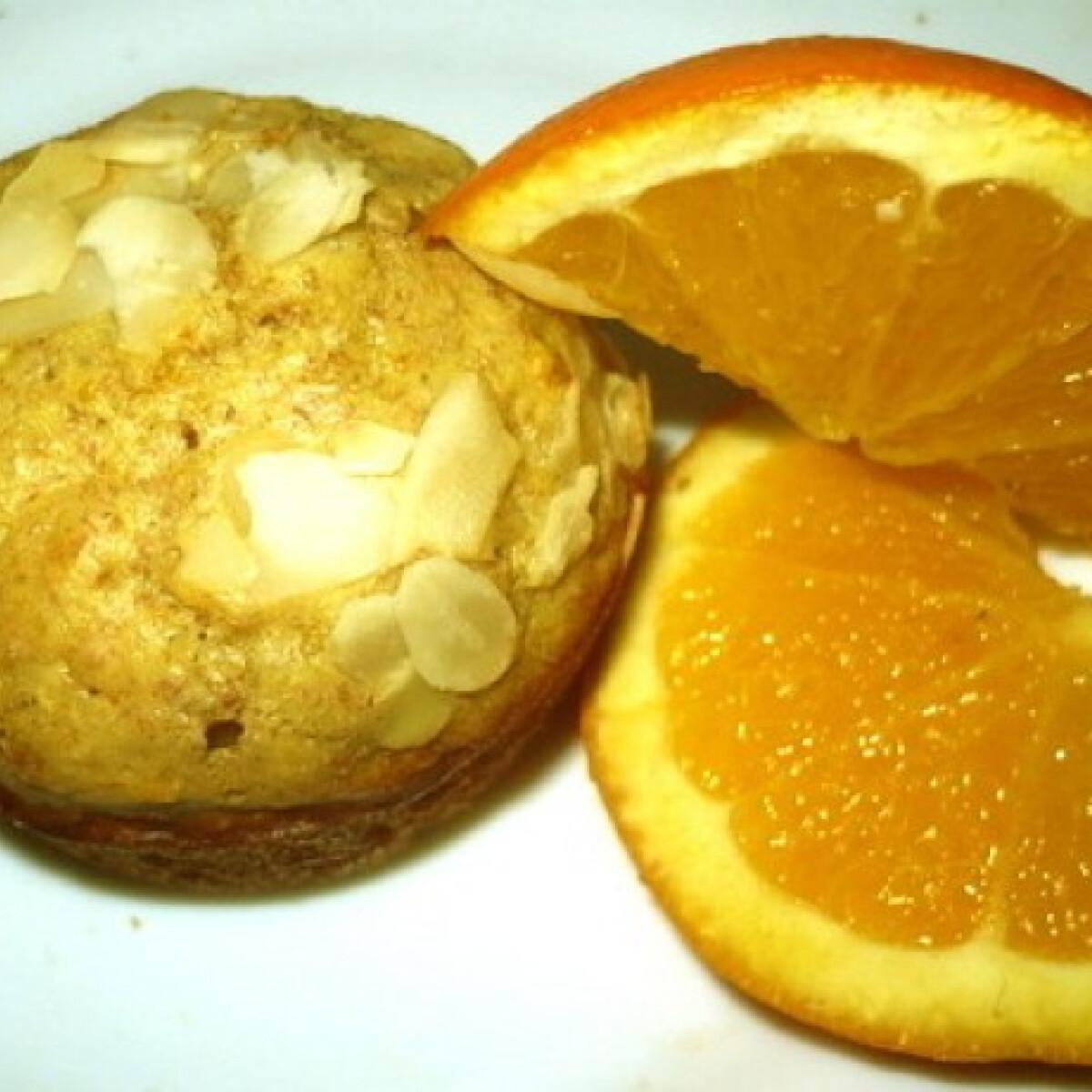 Ezen a képen: Diétás narancsos mandulás muffin