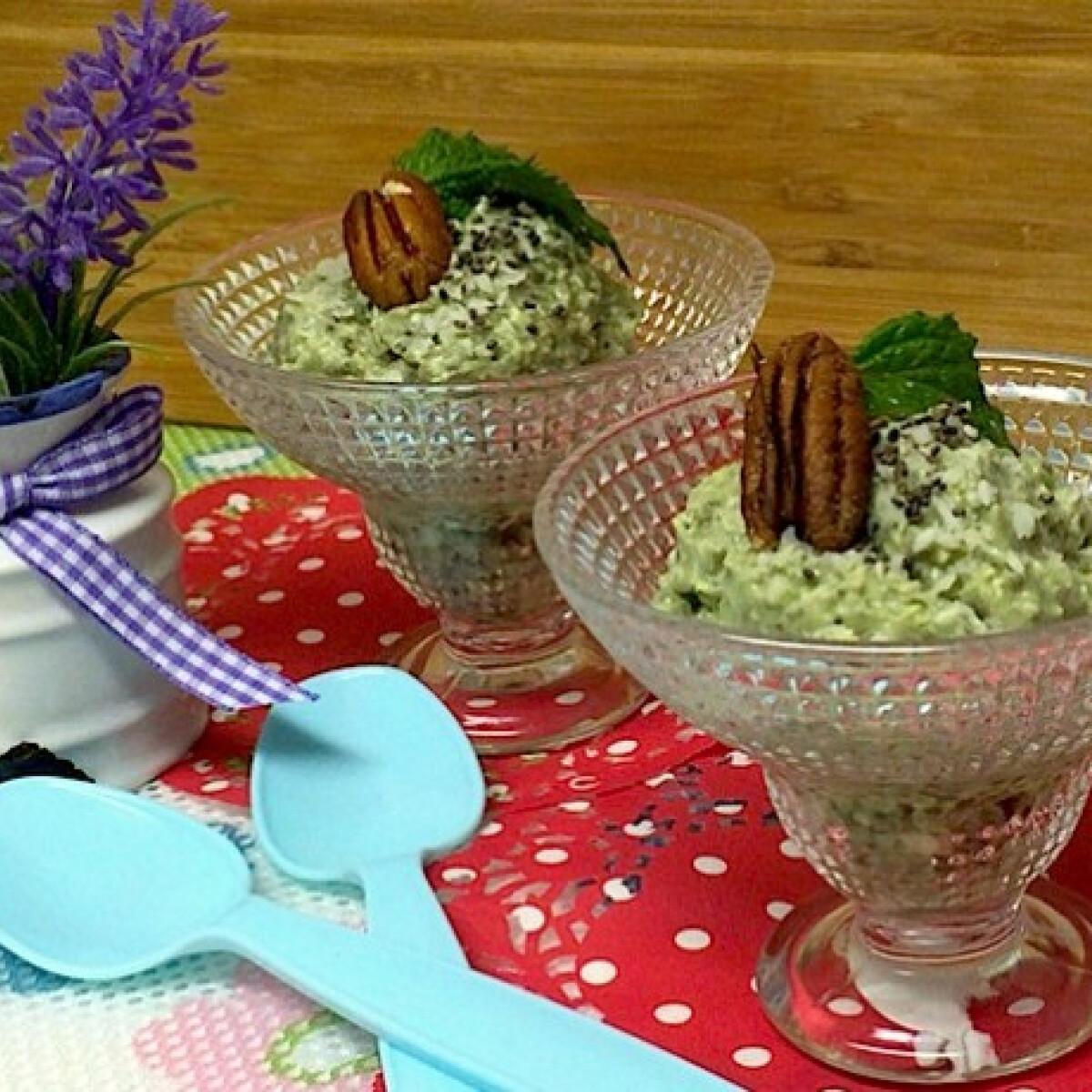Ezen a képen: Matcha zöld teás chia puding