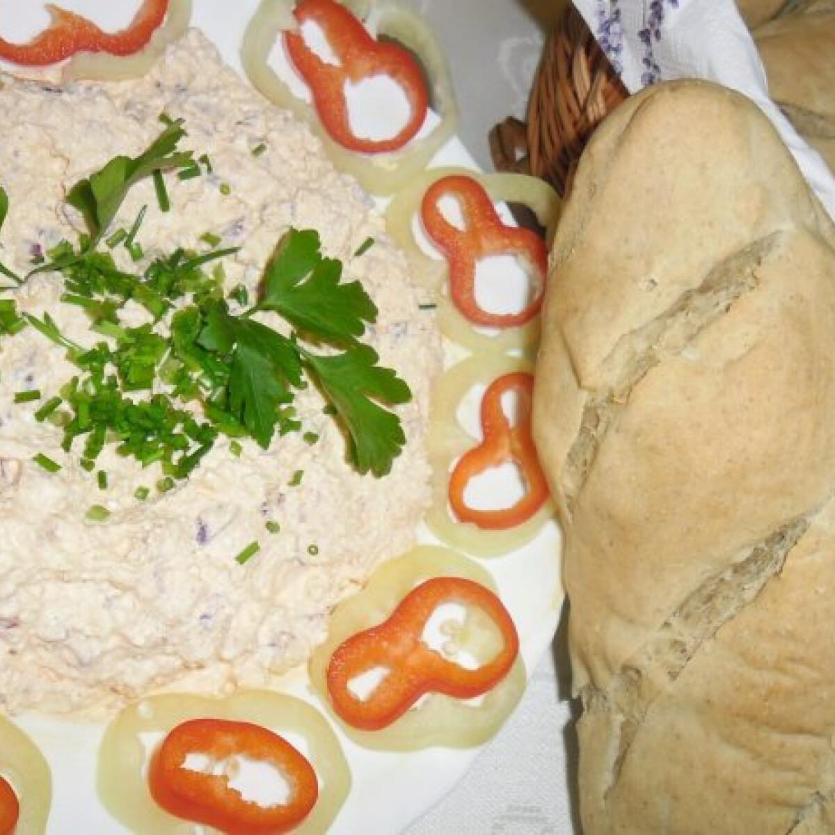 Ezen a képen: Körözött Mandula konyhájából
