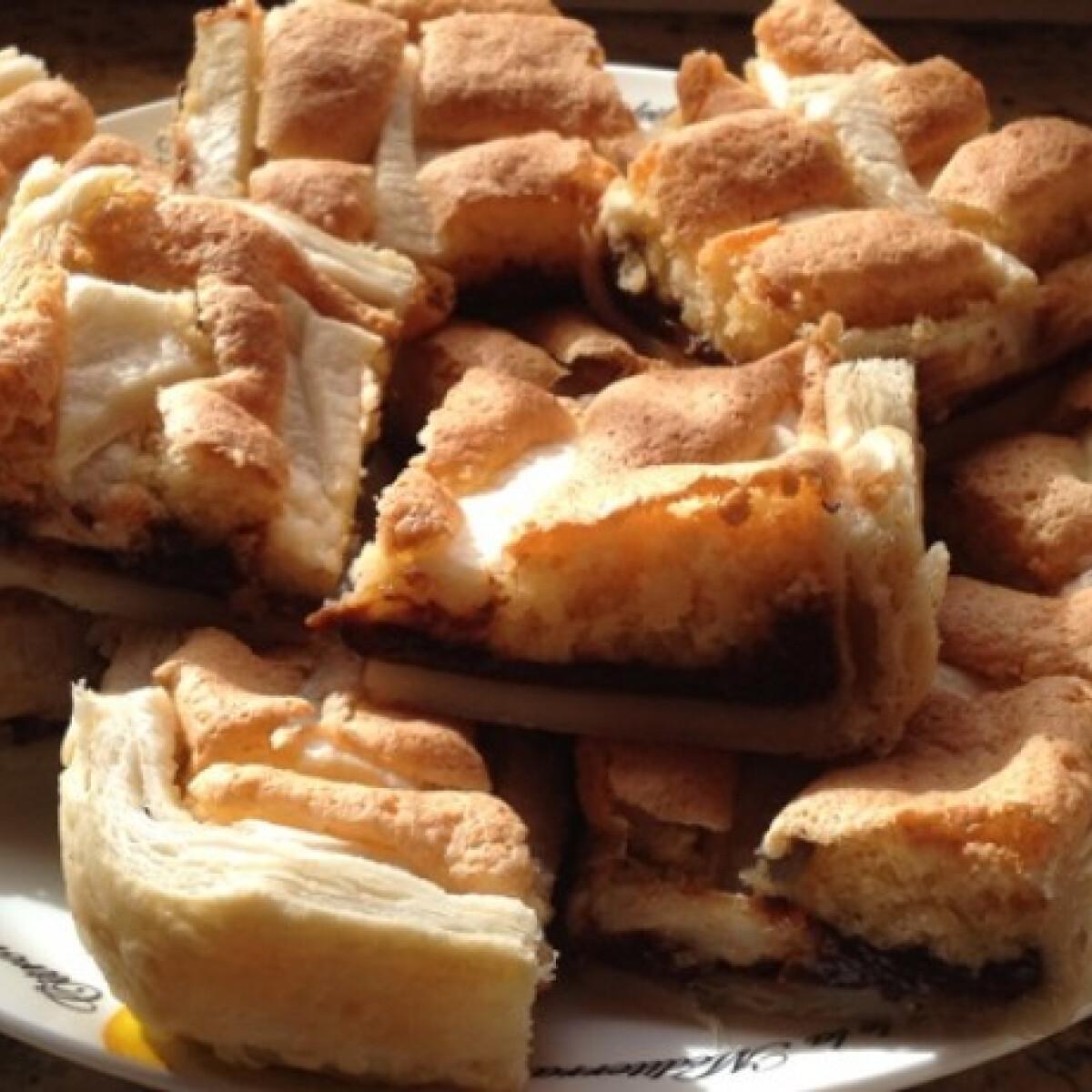 Ezen a képen: Marcipános-szilvás pite