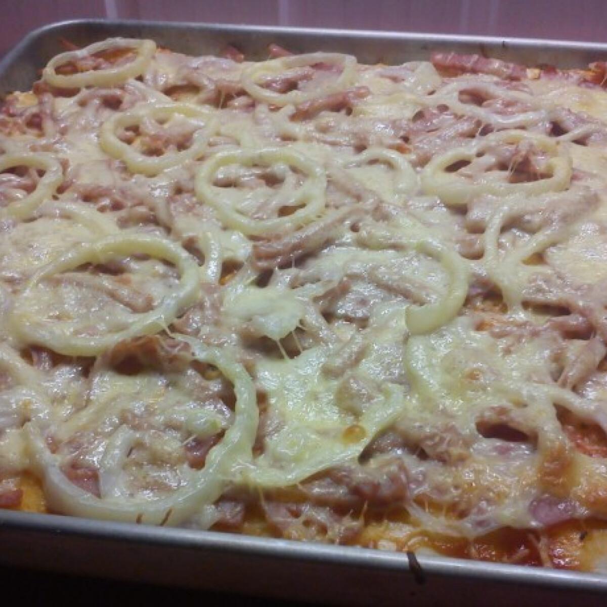 Ezen a képen: Pizza Babi konyhájából