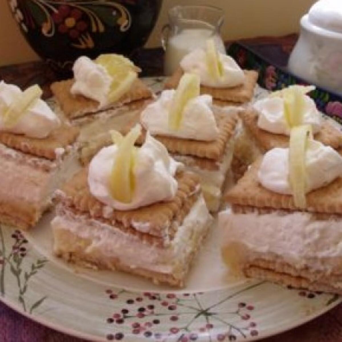 Ezen a képen: Citromos-krémes kekszsüti