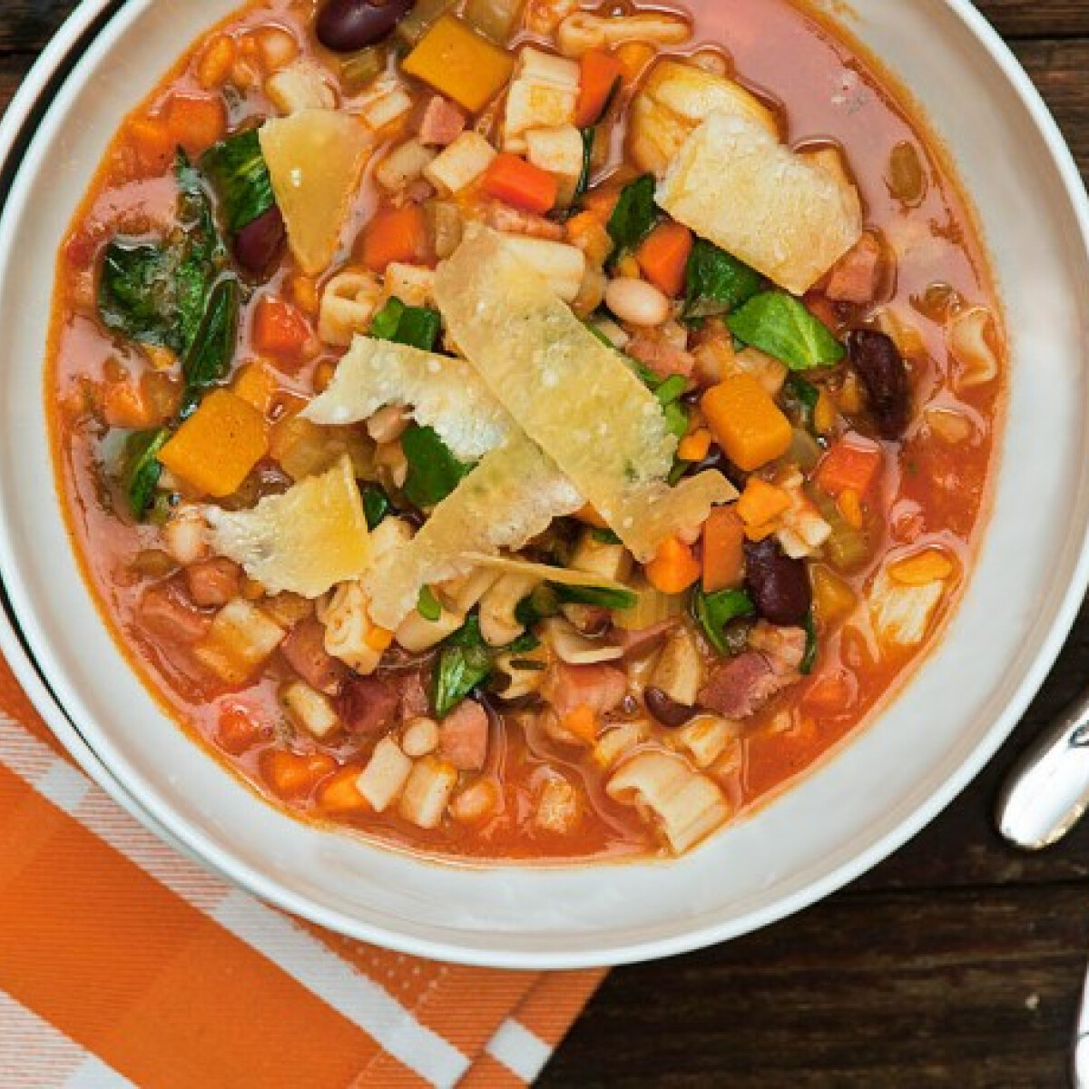 Ezen a képen: Téli minestrone Anna konyhájából