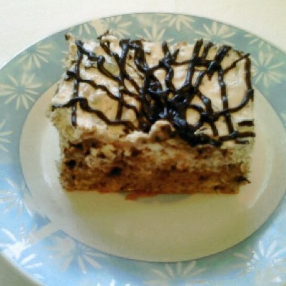 Ezen a képen: Mogyorós rumos torta