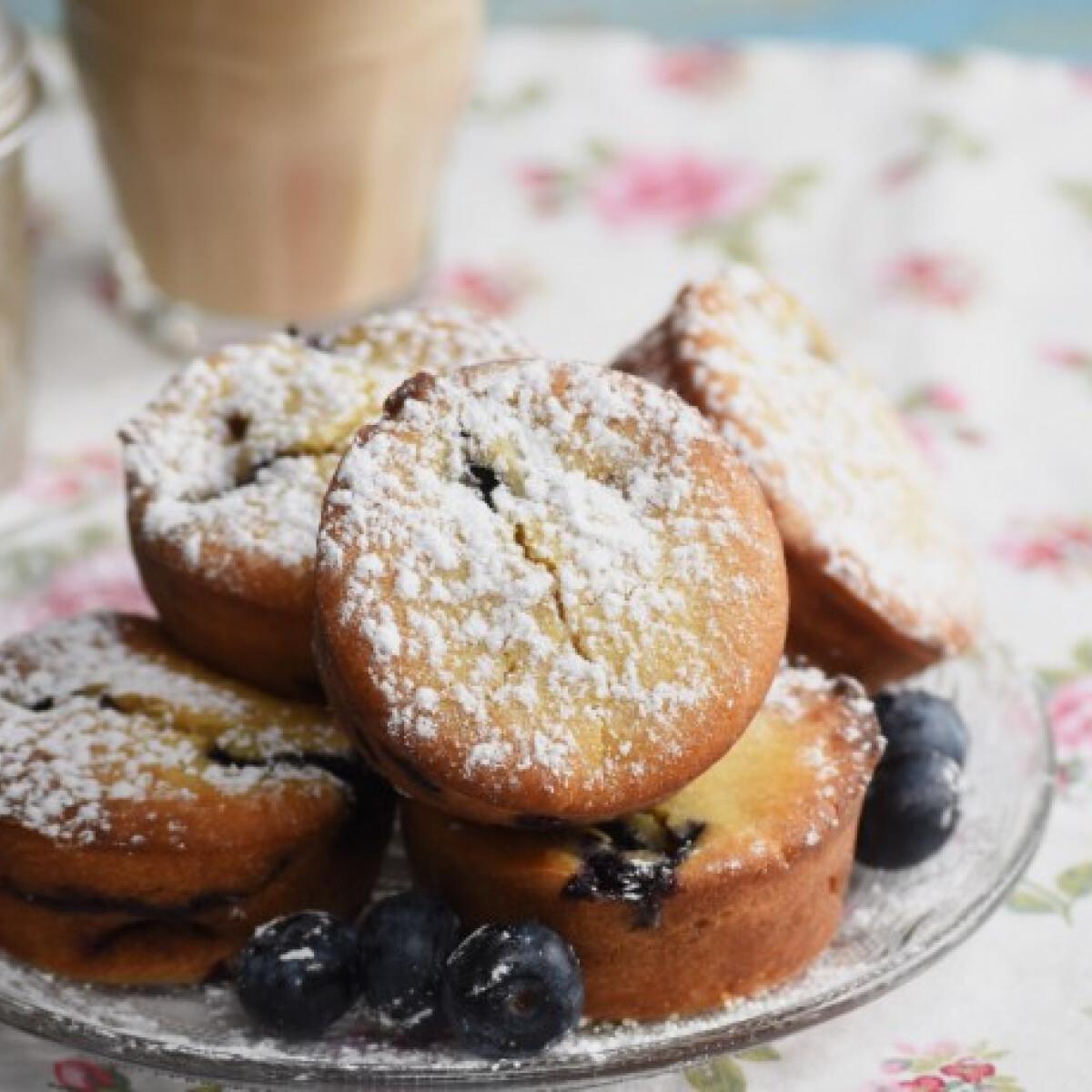 Ezen a képen: Ricottás-áfonyás muffin mézzel