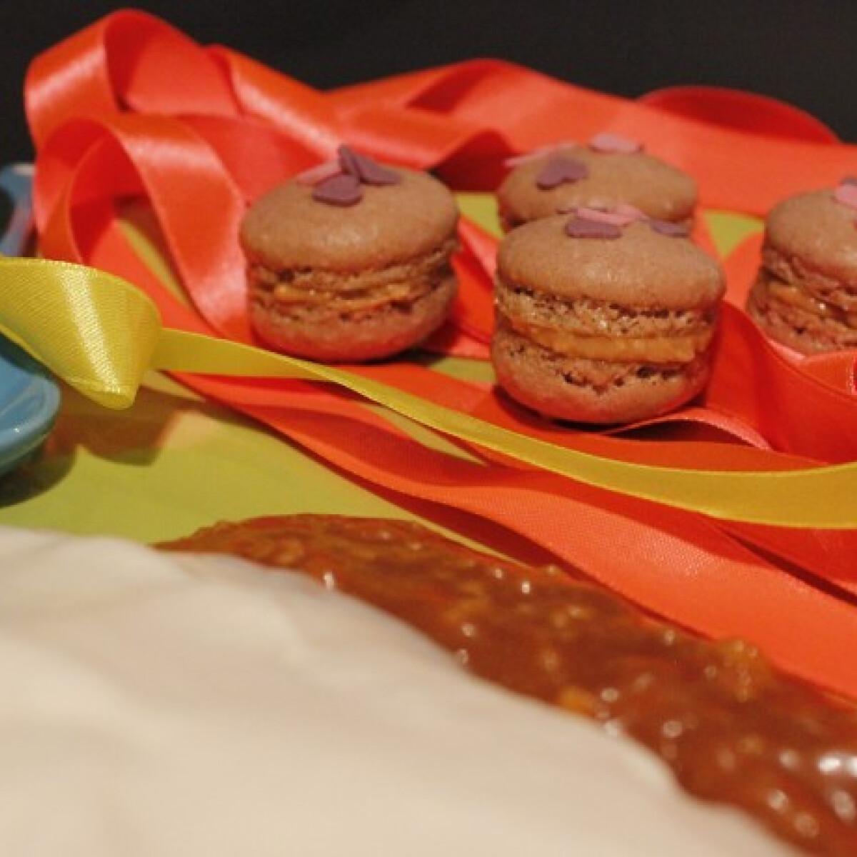 Ezen a képen: Sós karamellás mogyoróvajas macaron