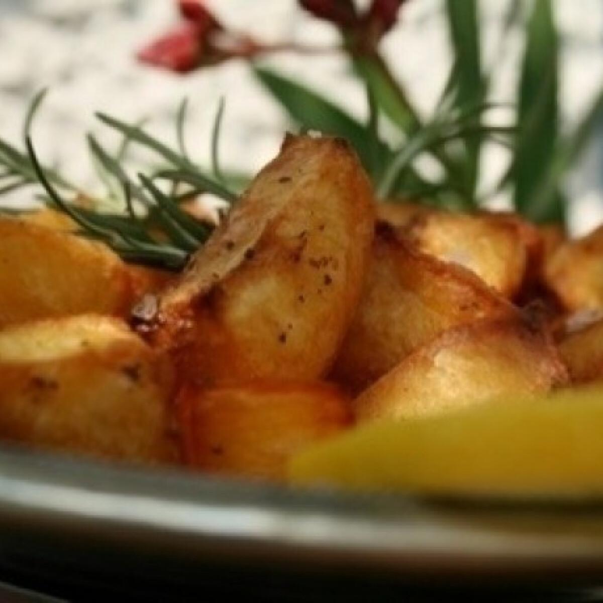 Ezen a képen: Rozmaringos tepsis sültkrumpli