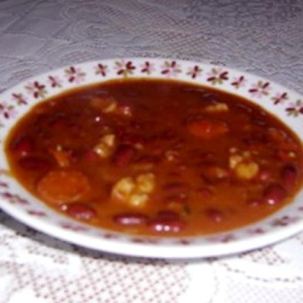 Ezen a képen: Kolbászos chilis bab