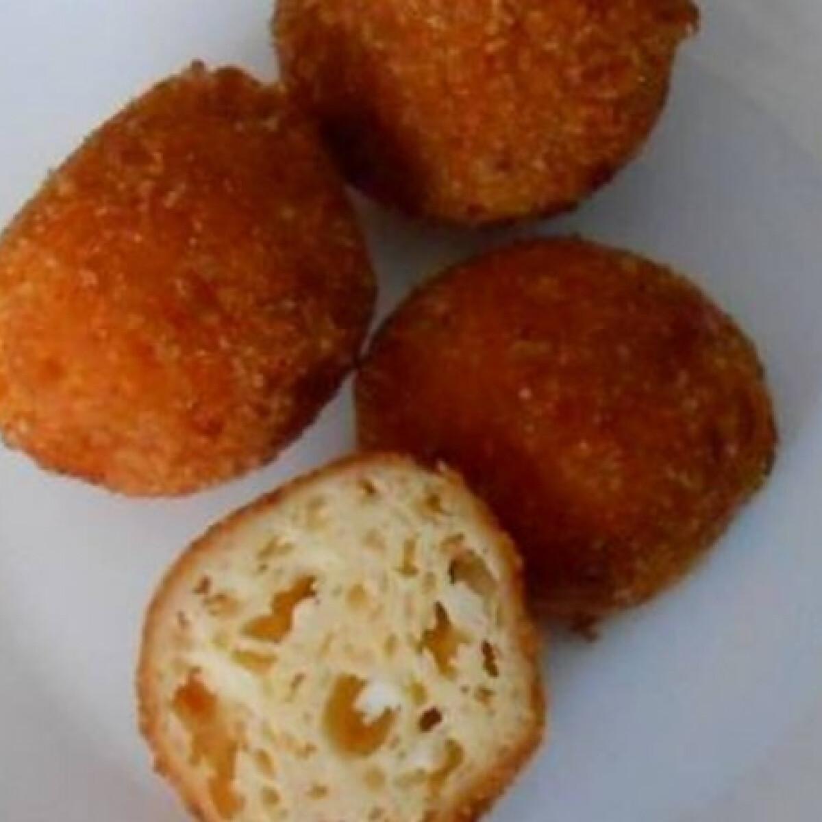 Ezen a képen: Túrós sajtgolyó