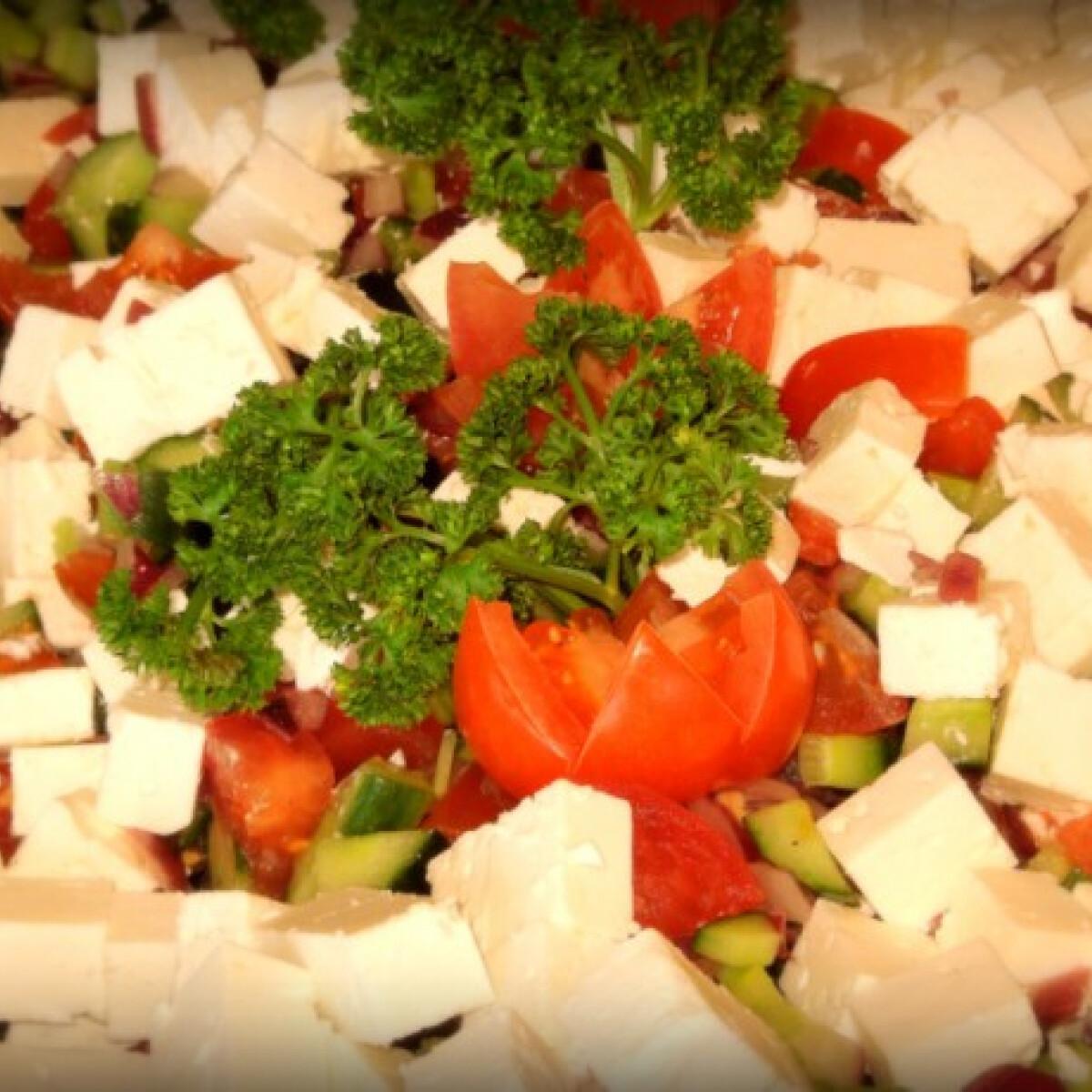 Ezen a képen: Mediterrán sopszka saláta