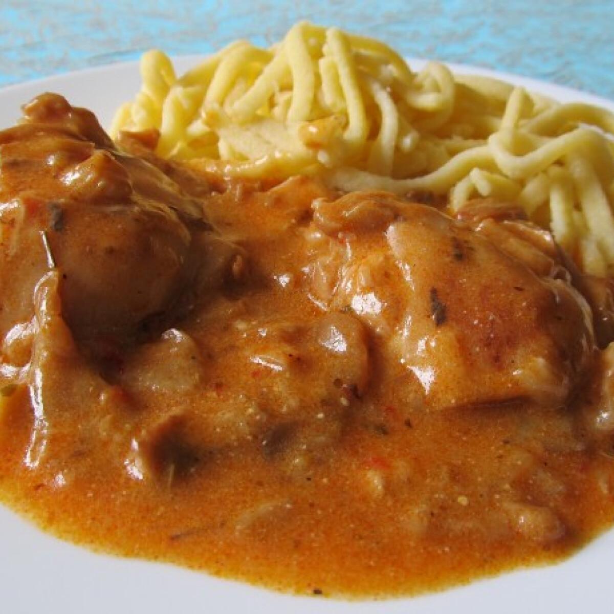 Ezen a képen: Laskagombás paprikás csirke