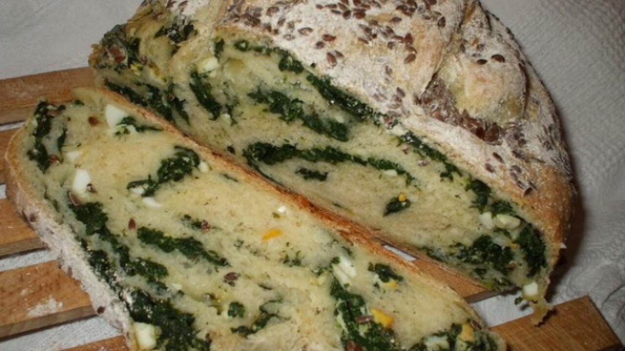 Húsvéti spenótos-tojásos kenyér