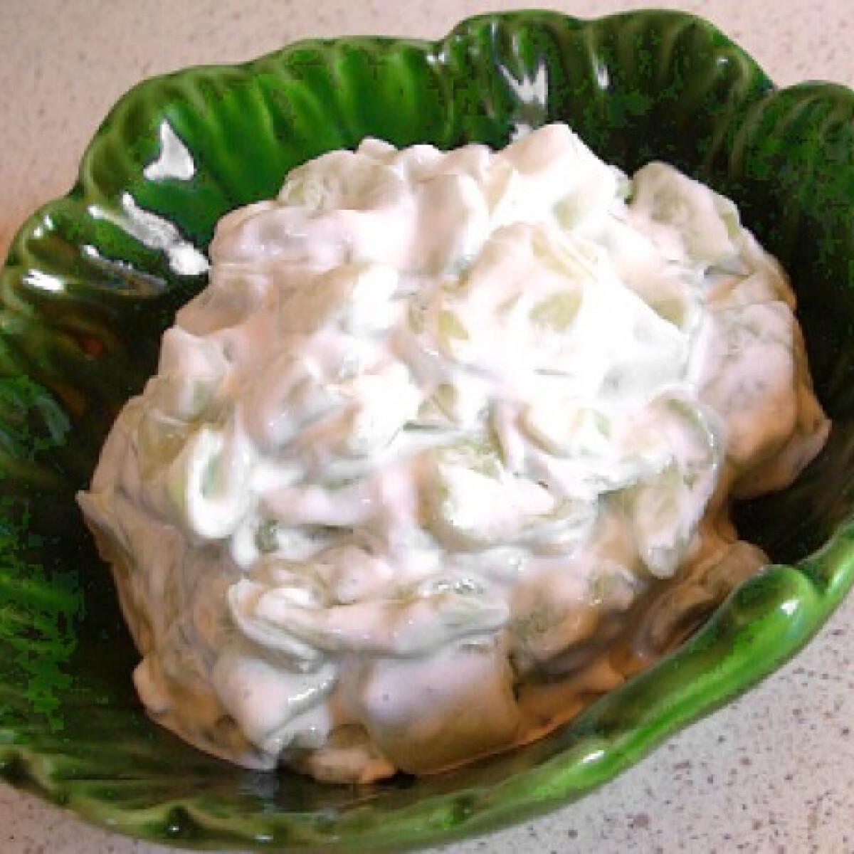 Ezen a képen: Tejfölös uborkasaláta cukorral