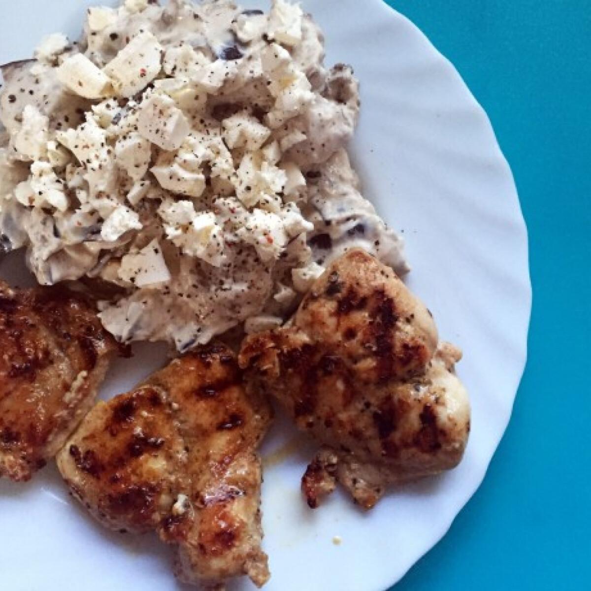 Ezen a képen: Fetás padlizsánsaláta grillezett csirkemellel