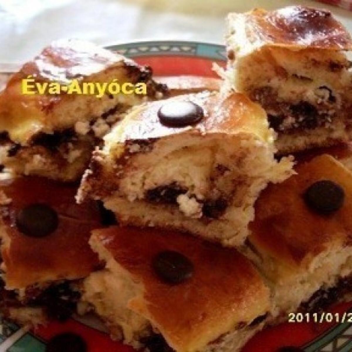 Túrókrémes-csokipasztillás kelt tészta