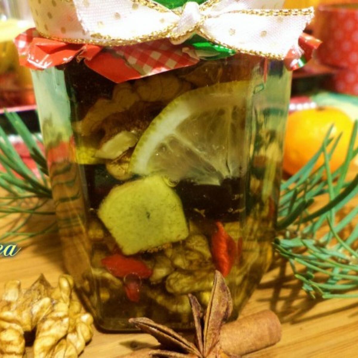 Ezen a képen: Gyömbéres-mézes dió aszalt gyümölcsökkel