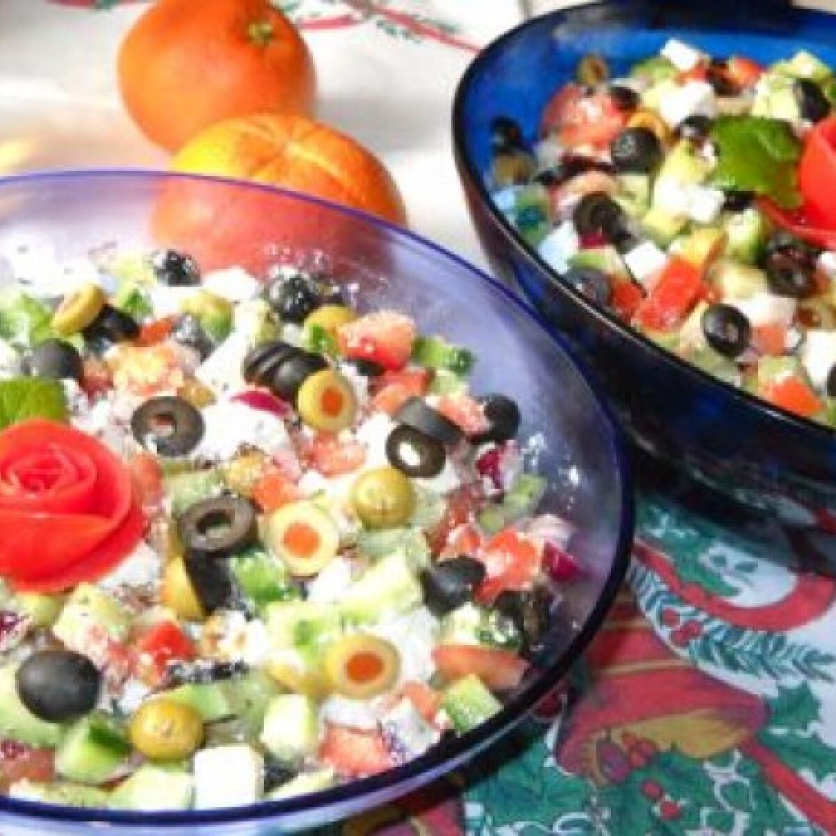 Ezen a képen: Görög saláta nagy adag