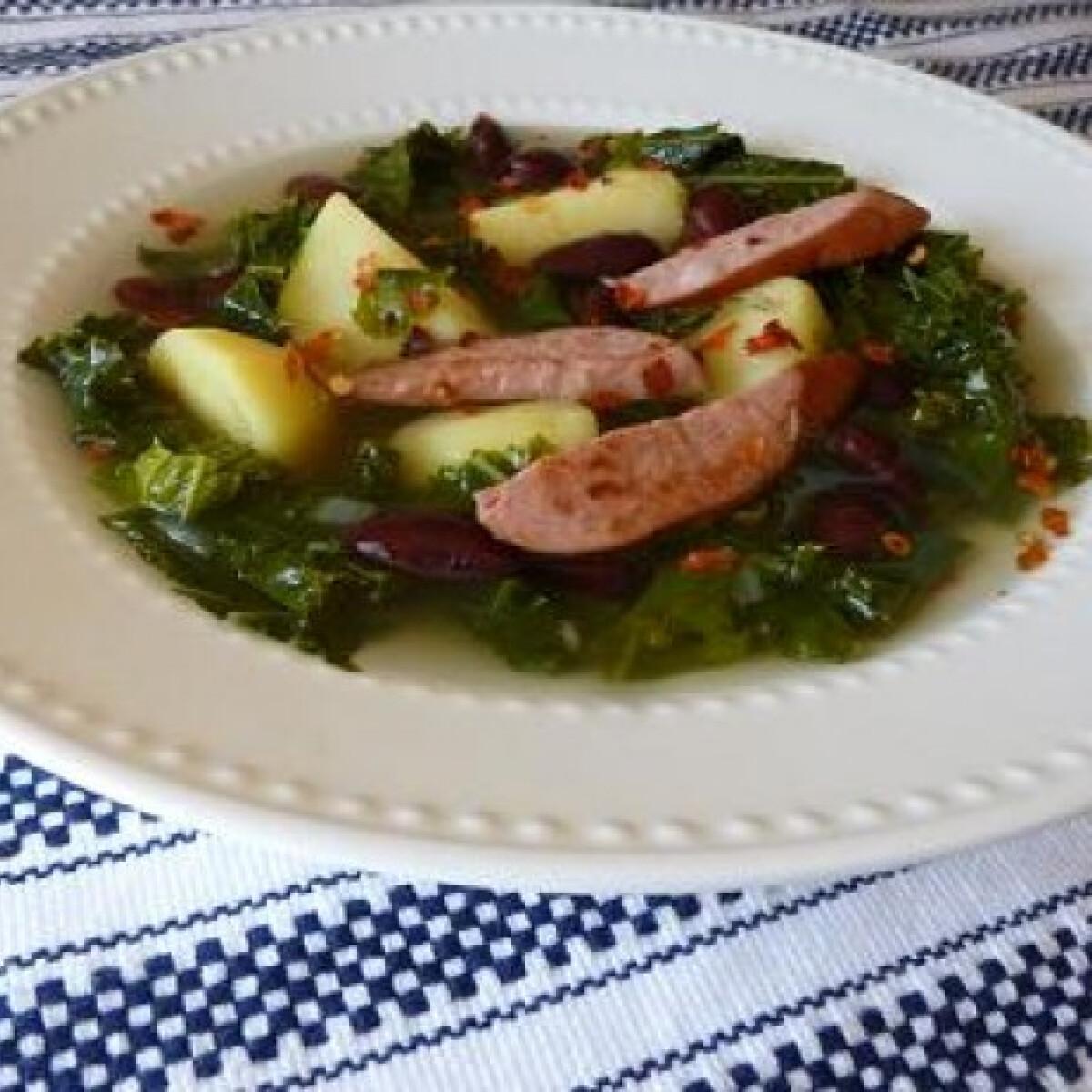 Ezen a képen: Portugál fodroskel-leves