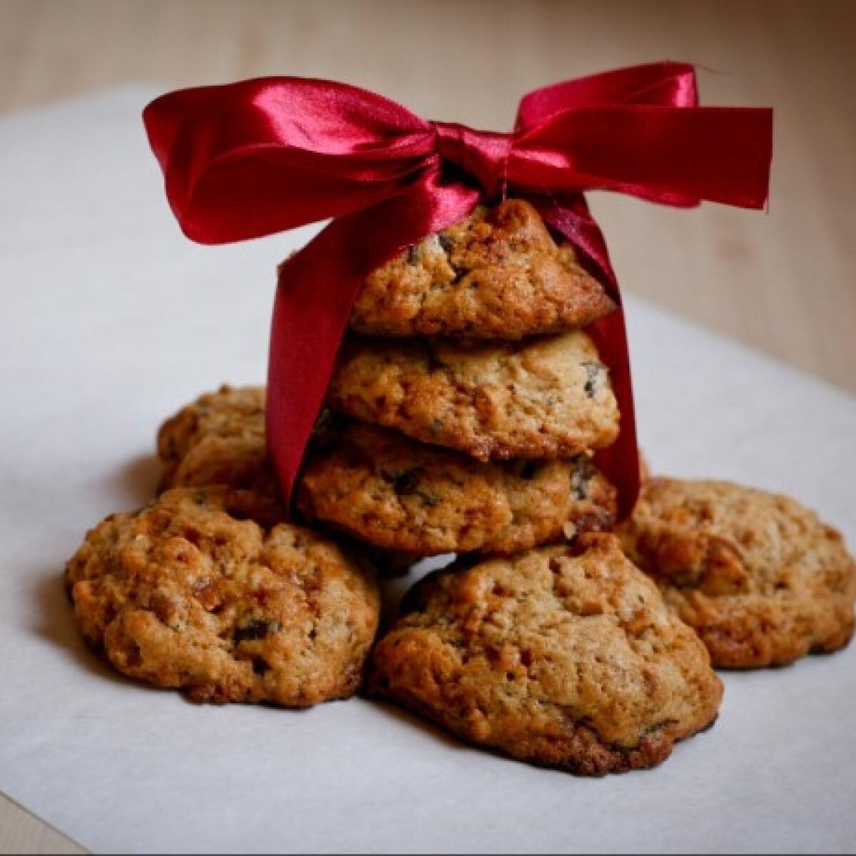 Ezen a képen: Mogyorós-csokis keksz