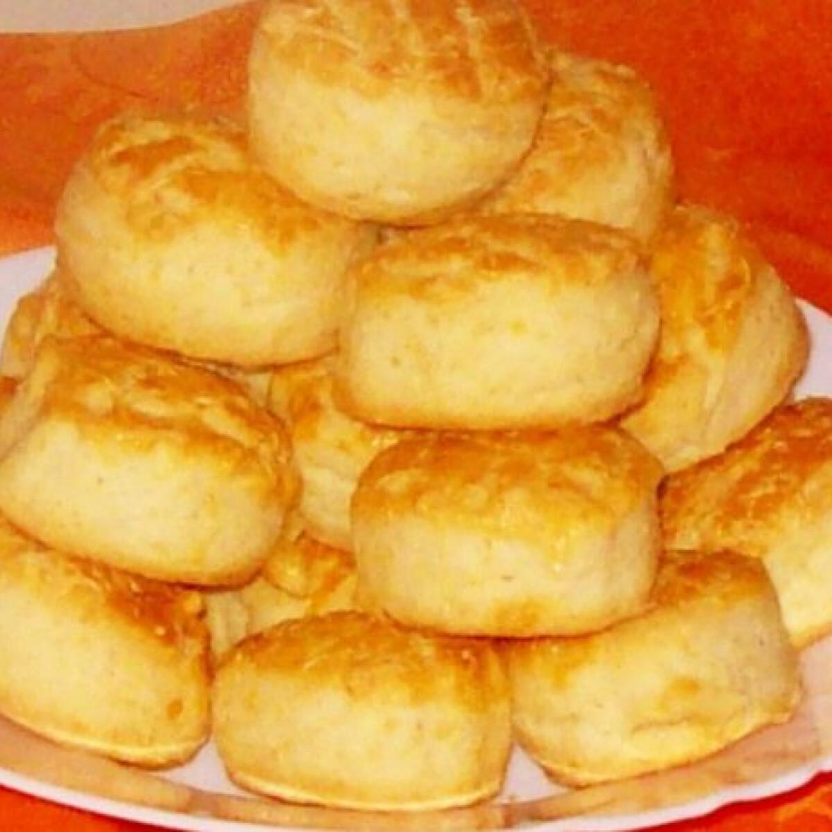 Ezen a képen: Sütőporos pogácsa Edit konyhájából