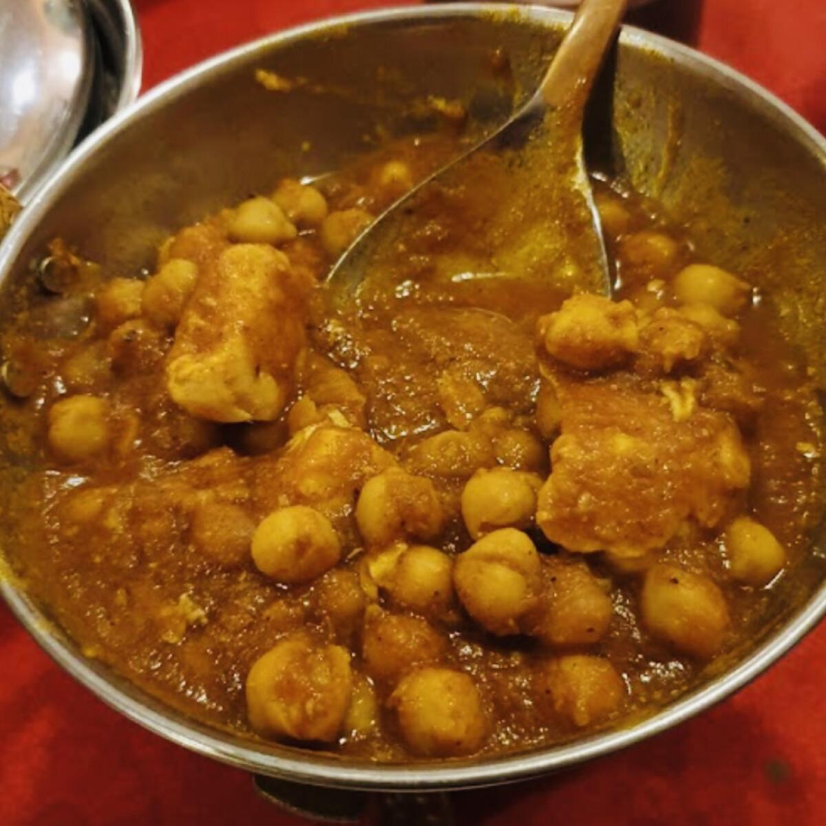 Ezen a képen: Csicseriborsó curry