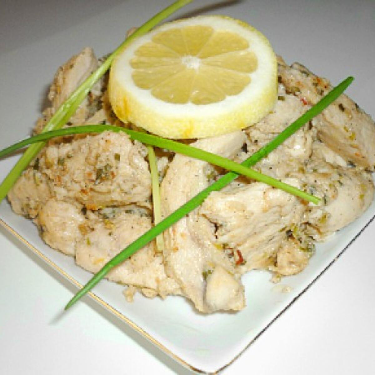 Csirkemellcsíkok citromos-snidlinges pácban