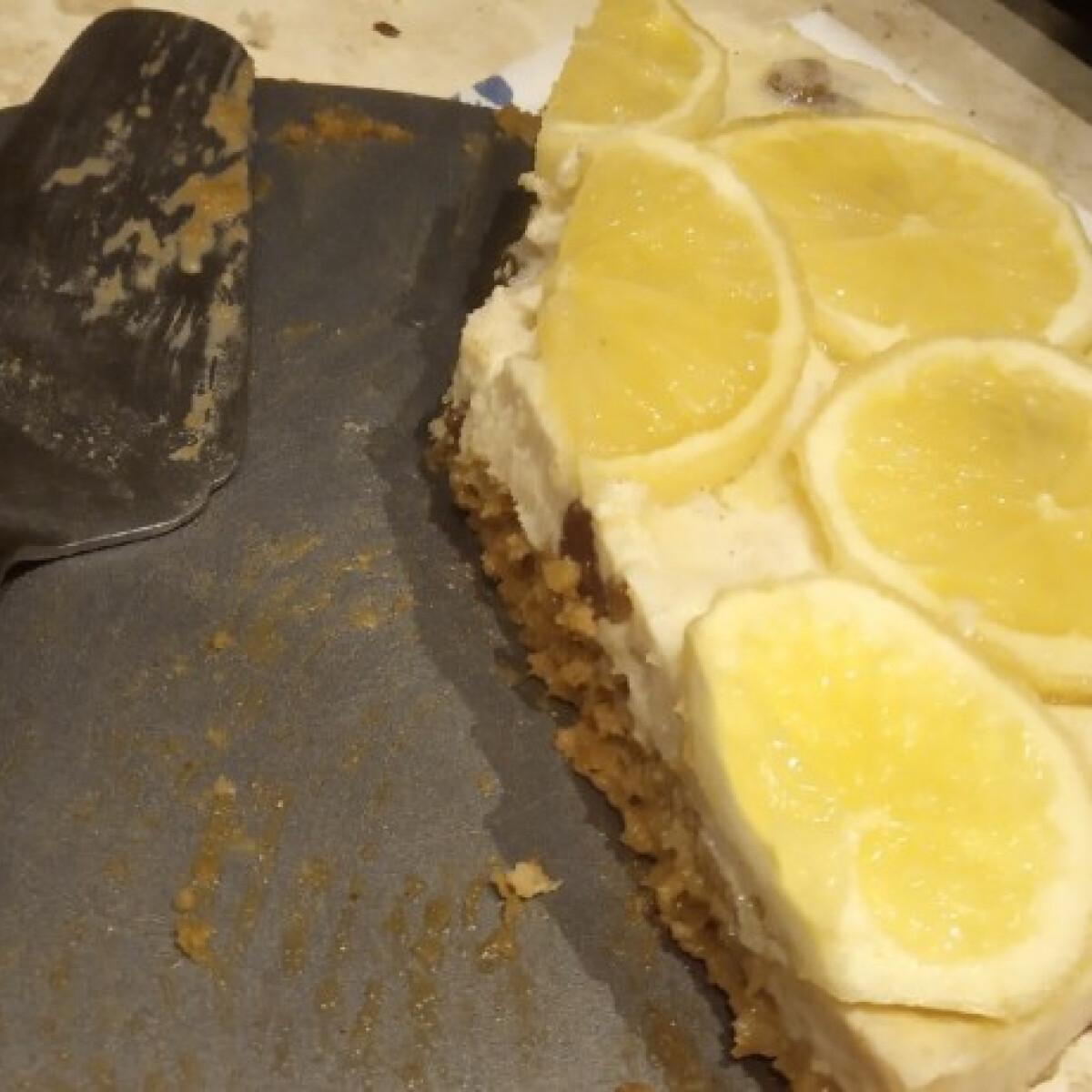 Ezen a képen: Sütésmentes citromos torta