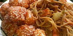 Kínai omlós szezámmagos csirke, zöldséges pirított tésztával
