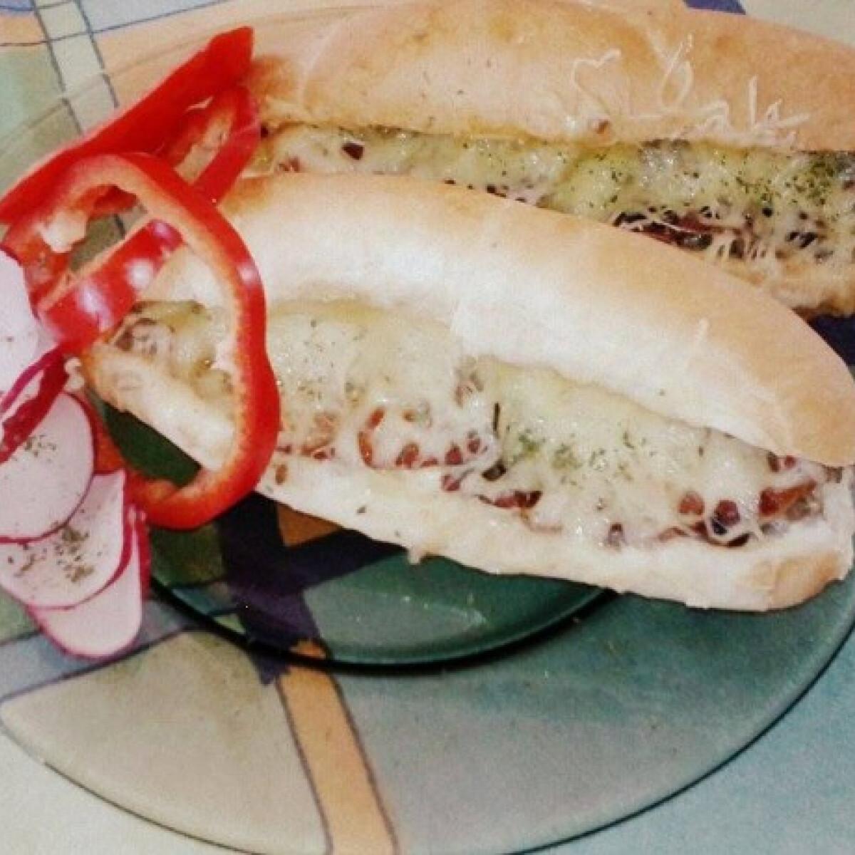 Ezen a képen: Darált húsos bagett Szintiminti konyhájából