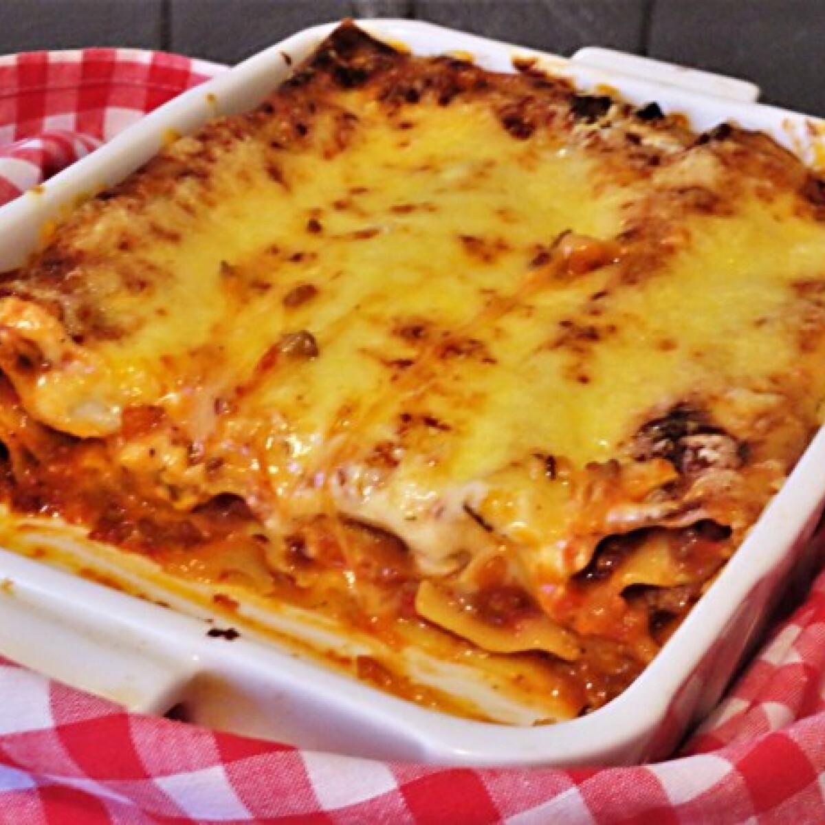 Ezen a képen: Lasagne darált húsos mártással