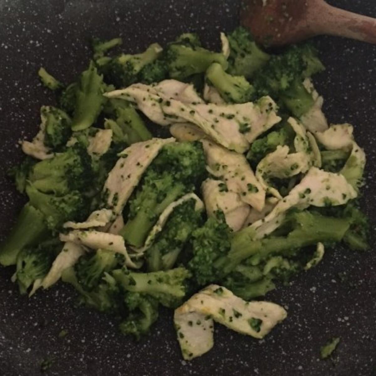 Brokkolis csirkecsíkok