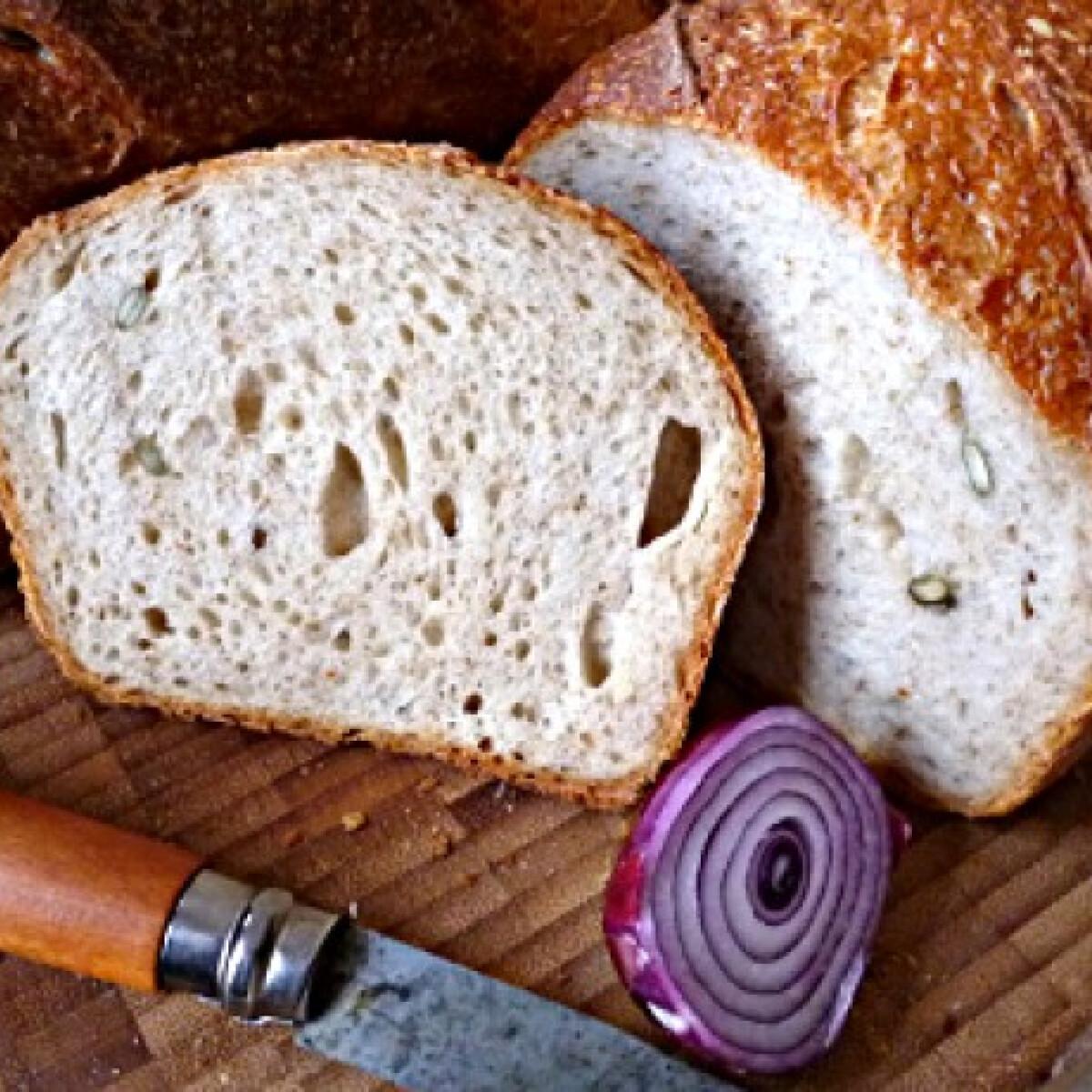 Ezen a képen: Graham-lisztes magos kenyér vadkovásszal