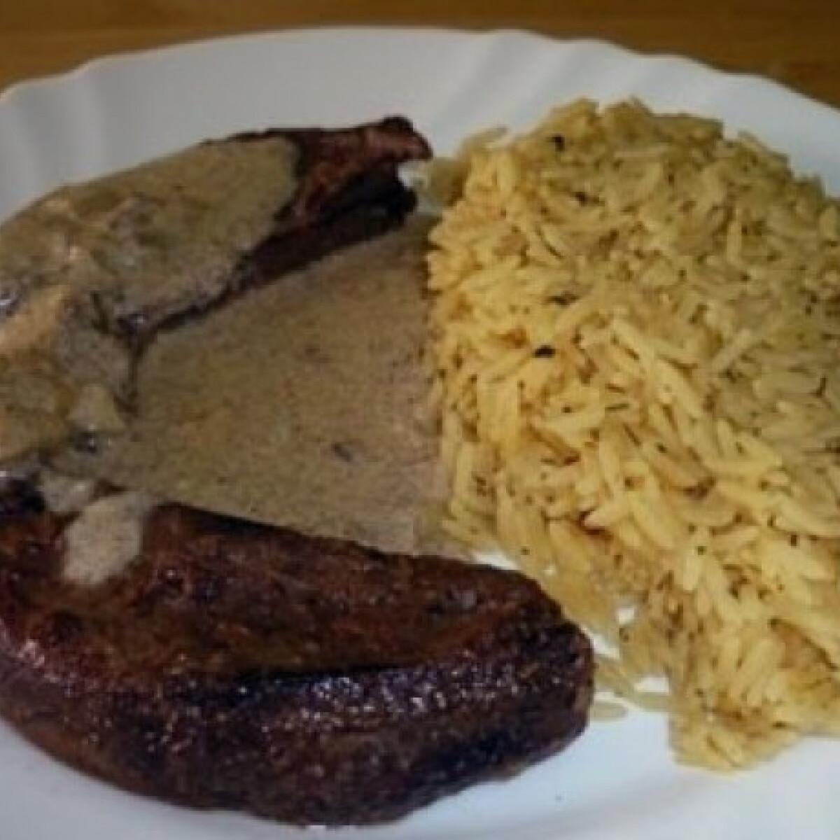 Ezen a képen: Fokhagymás sült sertésmáj sáfrányos rizzsel