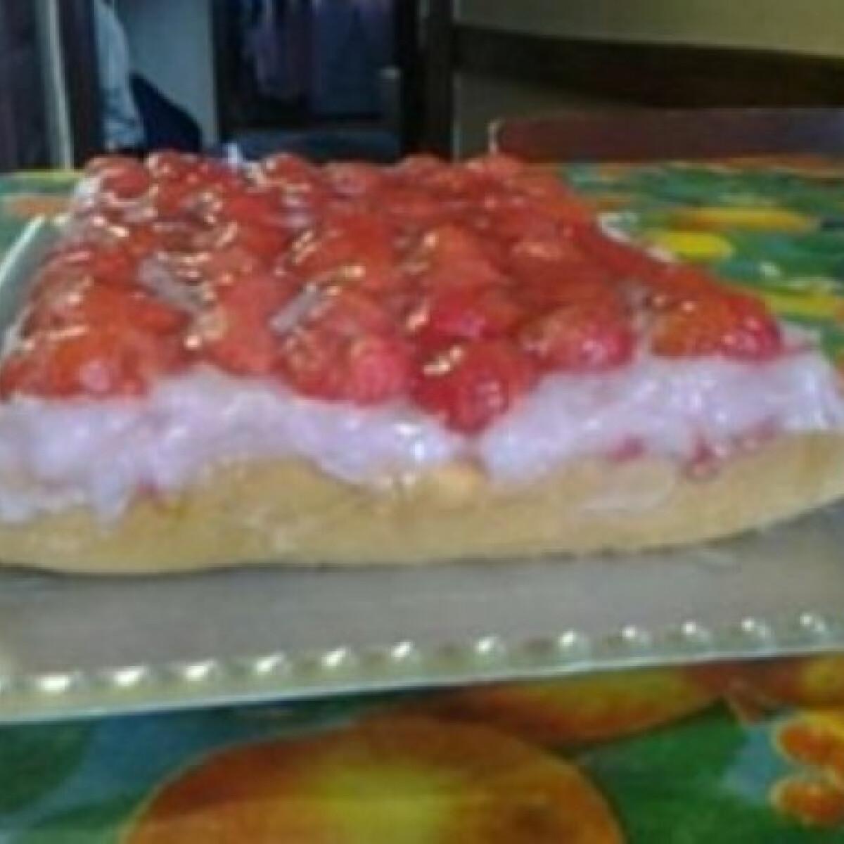 Ezen a képen: Epres-pudingos süti Anyanyul konyhájából