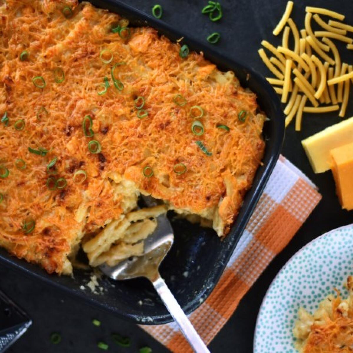 Ezen a képen: Krémes mac'n'cheese hagymával