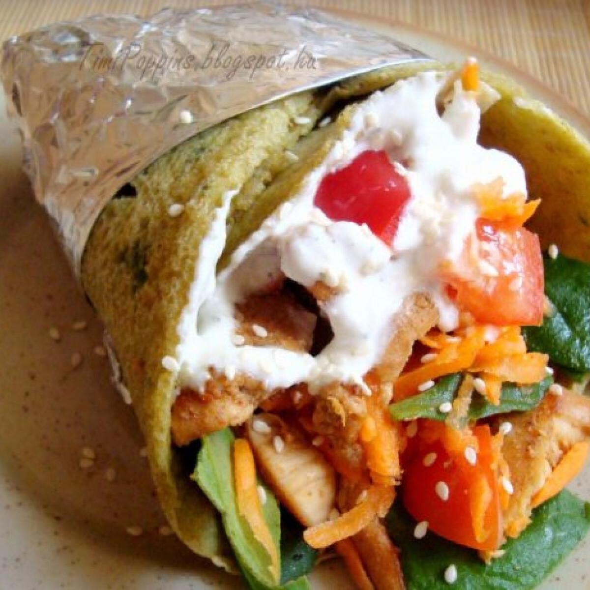 Ezen a képen: Spenótos csirke wrap