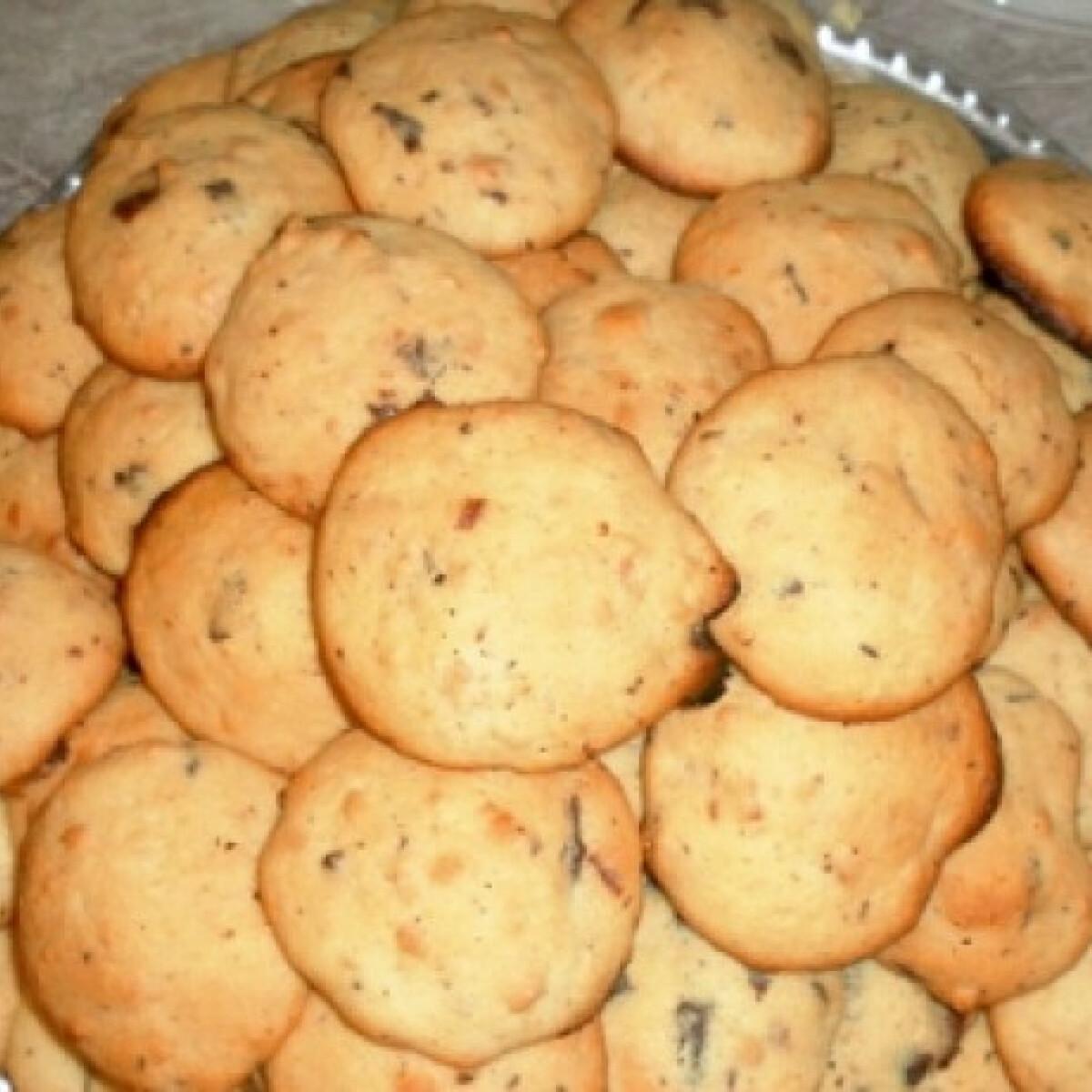 Ezen a képen: Csokis-mogyis keksz