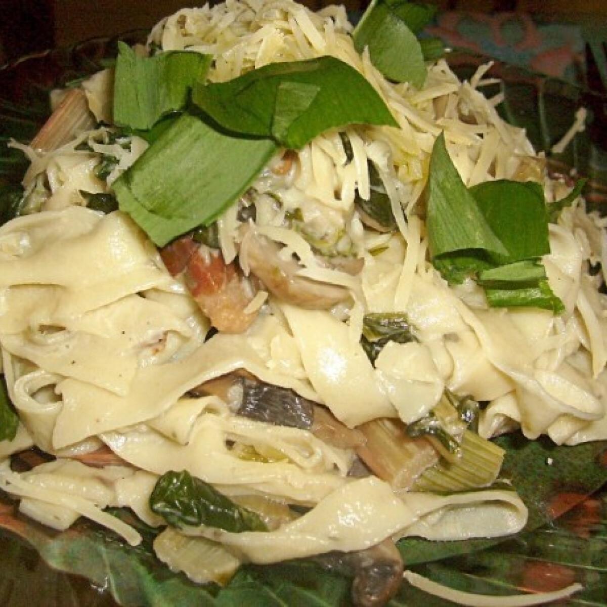 Tavaszi ragu házi gyúrt fűszeres tésztával