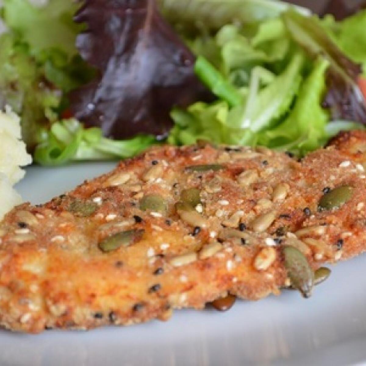 Ezen a képen: Parmezános bundában sült csirkemell