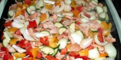 Pulykafalatok színes zöldséggel