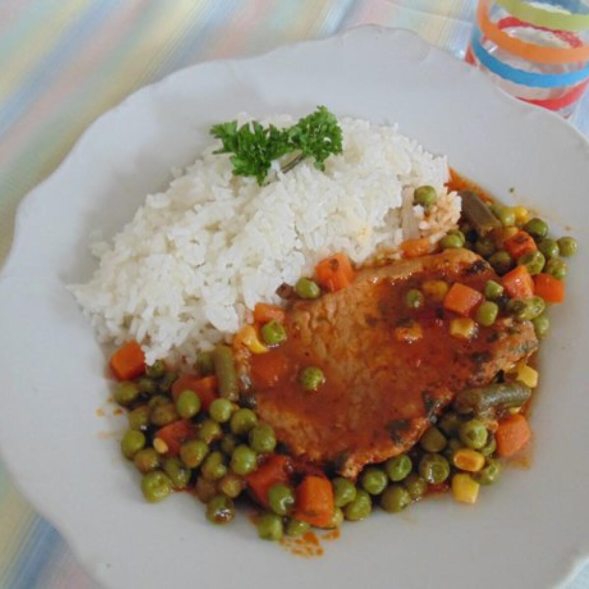 Ezen a képen: Zöldséges karaj natúr rizzsel